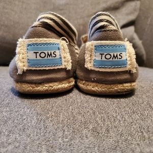 Toms beige and white flats